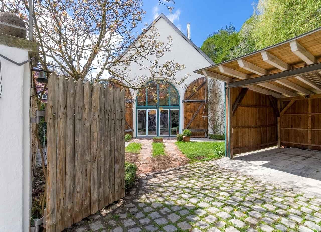 Endter-Architektur nach Denkmalschutzsanierung: Atelierhaus, Westansicht