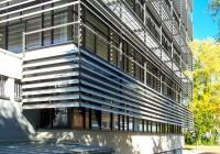 Endter Architektur nach energetischem Sanieren: Bürogebäude aus den 1960er-Jahren, moderne Außenfassade