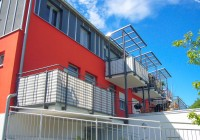Endter Architektur im Wohnungs- und Hausbau: Mehrfamilienhaus, Nordwestfassade mit Terrassen und Laubengang